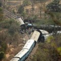 Tin tức - Ấn Độ: Tàu hỏa trật đường ray, 137 người thương vong