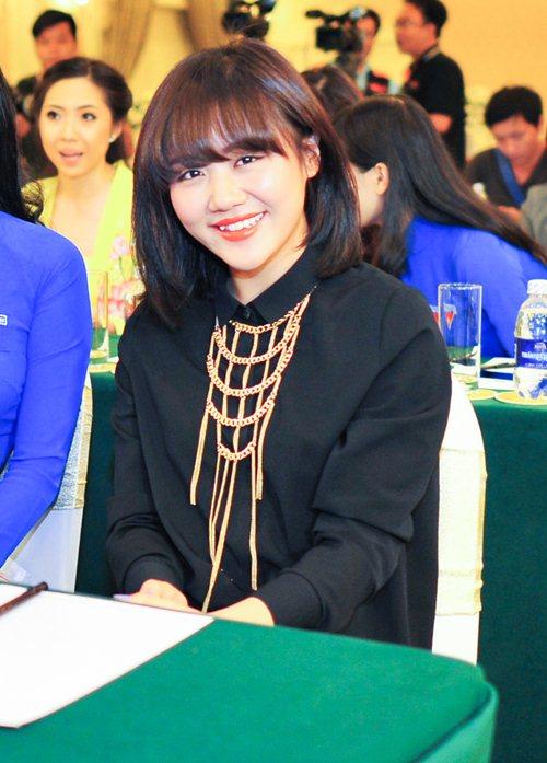 """van mai huong dong hanh cung """"nu sinh vien vn"""" - 2"""
