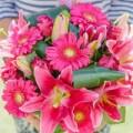 Nhà đẹp - Cắm hoa ly hồng rực rỡ chào hè sang