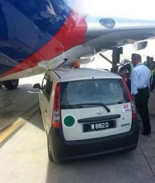 may bay malaysia airlines hoan chuyen vi va cham - 1