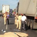 Tin tức - Hai nữ công nhân chết thảm dưới bánh xe container