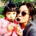 Làng sao - Con gái Triệu Vy càng lớn càng giống mẹ