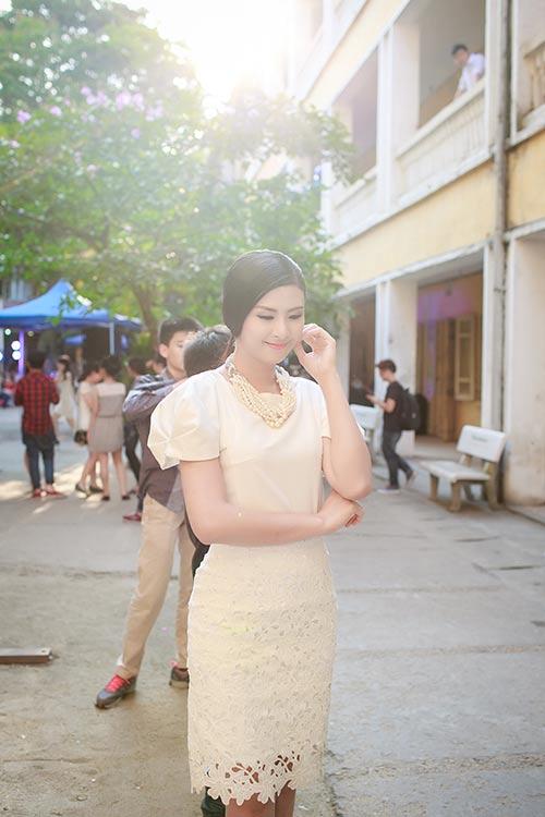 ngoc han hanh phuc ve tham truong cu - 1