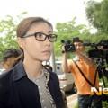Làng sao - Á hậu Hàn bình tĩnh tới phiên xử bán dâm