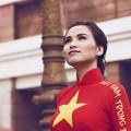 Làng sao - Diễm Hương được khen khi mặc áo dài màu cờ