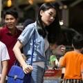 """Làng sao - """"Siêu vòng 3"""" Lan Hương rời Việt Nam giữa khuya"""