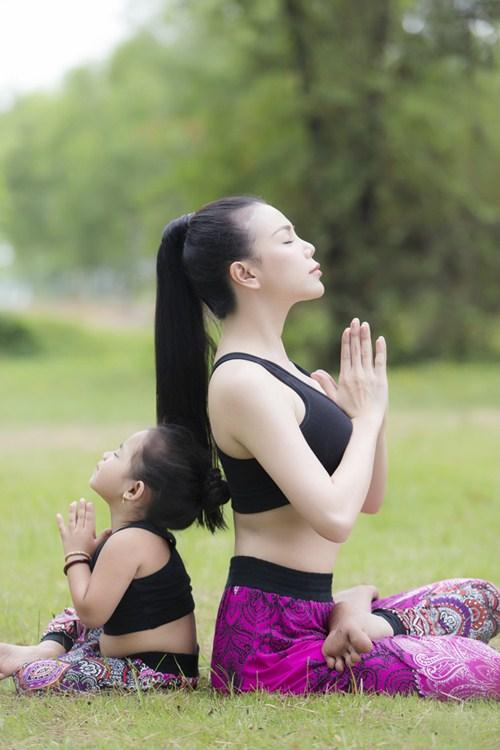 tra ngoc hang sexy tap yoga cung chau gai - 6