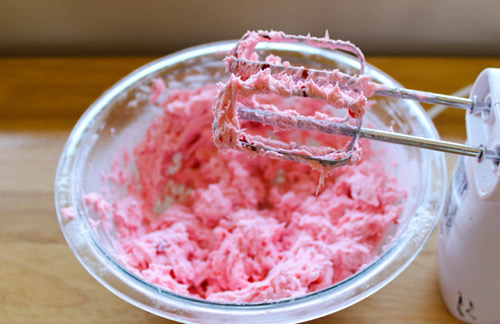 cach lam cupcake huong dau tay - 7
