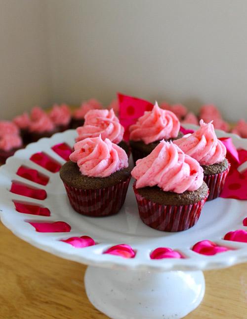 cach lam cupcake huong dau tay - 10