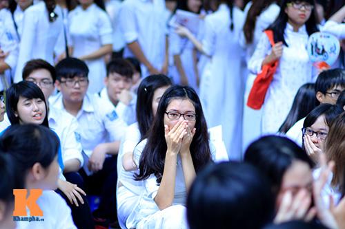 xuc dong phut chia tay cua hoc sinh phan dinh phung - 4