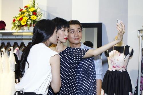 van ngo, xuan lan om nhau khong roi - 9