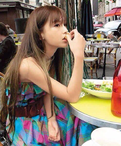 "ngo hinh anh angela baby ""la"" giua doi thuong - 6"