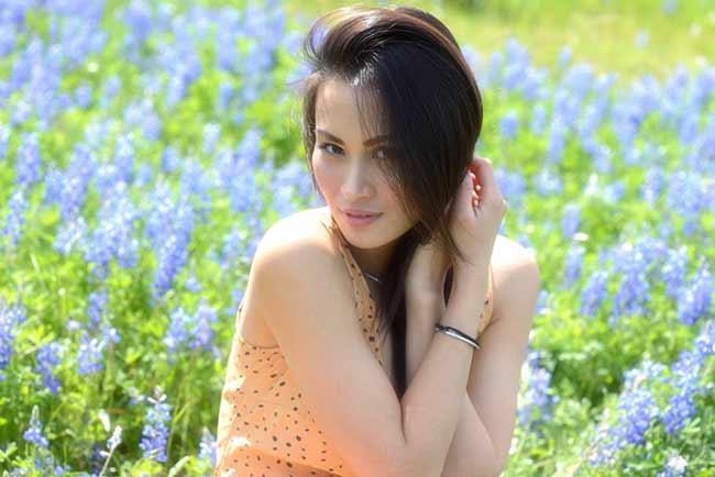 Vợ cũ Lam Trường khoe vòng 1 sexy