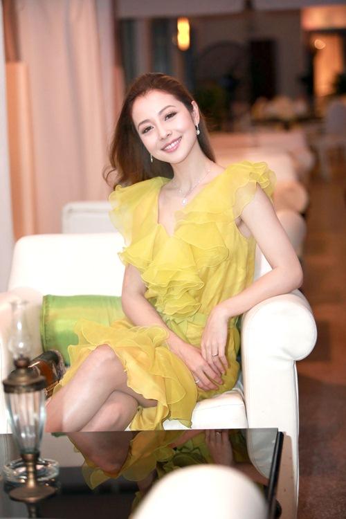 Jennifer Phạm làm MC của Giọng Hát Việt nhí-7