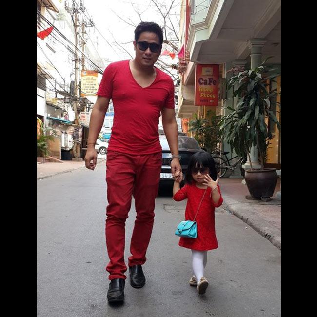 3 tuổi, con gái nam diễn viên Minh Tiệpđã khiến nhiều người xao lòng với vẻ xinh xắn và những bộ váy đáng yêu.