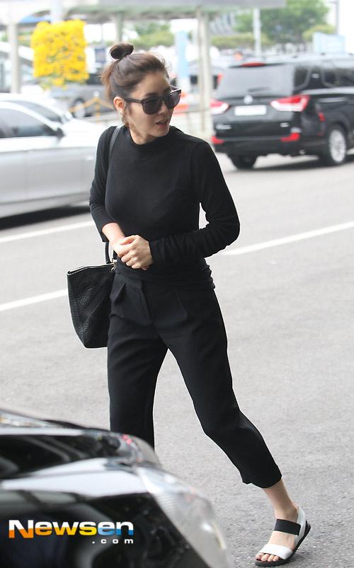 """""""Mẹ Kim Tan"""" sexy với áo xuyên thấu-5"""