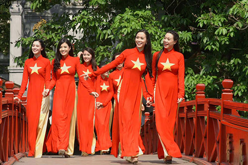 hon 300 nghe sy viet tu hao hat quoc ca - 2