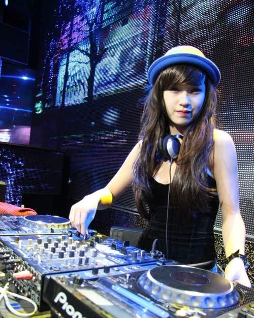 5 nữ DJ nóng bỏng nhất Việt Nam - 16