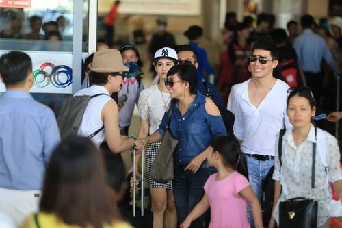 """phuong thanh, nathan lee, quynh anh gay """"nao loan"""" san bay - 3"""