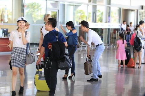 """Phương Thanh, Nathan Lee, Quỳnh Anh gây """"náo loạn"""" sân bay - 9"""