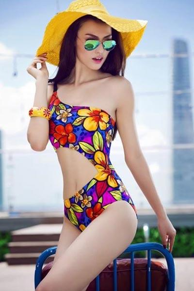 """Hồng Quế """"đốt cháy"""" mùa hè với bikini rực rỡ - 1"""