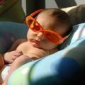 Làm mẹ - Tắm nắng cho trẻ: 3 ngày sau sinh là quá sớm
