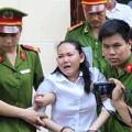 Con trai bảo mẫu cười tươi khi mẹ bị tuyên án