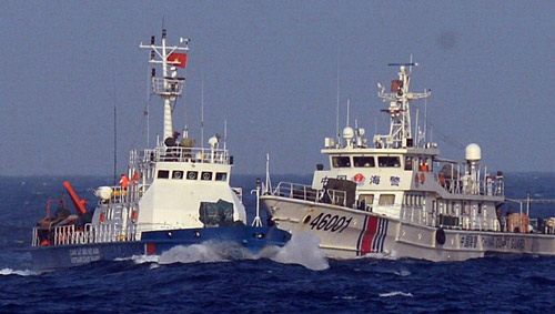Tàu Việt Nam chỉ còn cách giàn khoan 2,8 hải lý-1