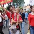 Làm mẹ - Những bài học dạy con khi biển Đông dậy sóng