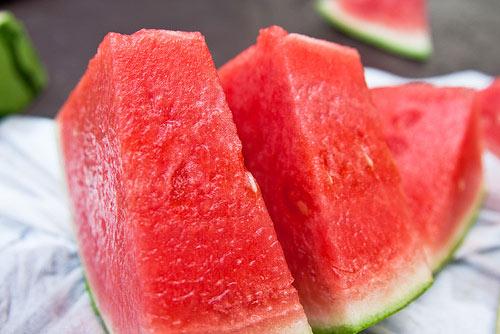 Thực phẩm nên cho con ăn mùa hè - 1