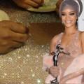 Thời trang - Lộ hậu trường may váy xuyên thấu tai tiếng của Rihanna
