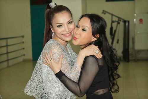 viet huong bat ngo sexy ben hong ngoc - 3
