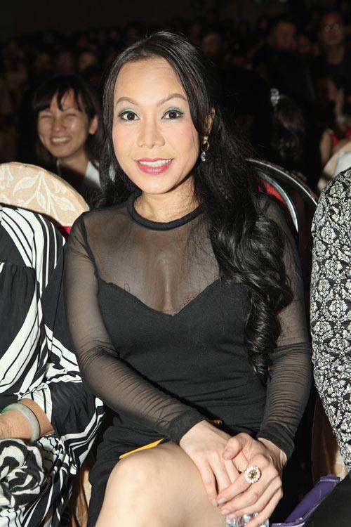 viet huong bat ngo sexy ben hong ngoc - 11