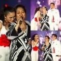 Làng sao - Hồng Ngọc rơi nước mắt khi hát với mẹ 70 tuổi