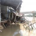 Tin tức - Hàng chục căn nhà sập xuống sông ở Hậu Giang