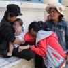 Tin tức - Cha mẹ đi tù, con trẻ thẫn thờ đứng trước cổng tòa