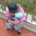 Tin tức - Mẹ ôm con khoảng 4 tháng tuổi định nhảy cầu tự tử