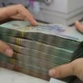 Mua sắm - Giá cả - Nộp tiền mặt vào ngân hàng sẽ bị đánh phí