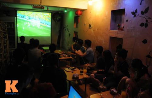 nguoi ha noi trang dem xem world cup - 14