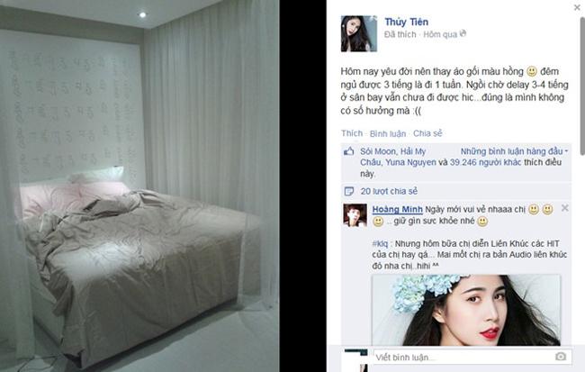 Ca sĩ Thủy Tiên mới hé lộ những hình ảnh về căn phòng ngủ của cô. Trong ảnh, gian phòng ngủ của vợ chồng Công Vinh - Thủy Tiên khá đơn giản với chiếc giường thiết kế cao ráo, có ga giường màu trắng, tiệp tông màu với bộ chăn gối.