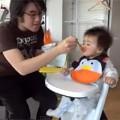 """Clip Eva - """"Chết cười"""" bé chỉ ăn khi có Gangnam Style"""