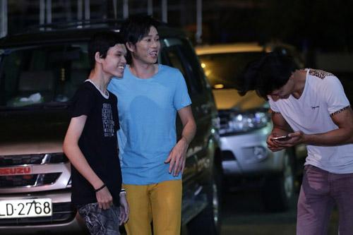 hoai linh dua don hoai lam bang xe hop binh thuong - 3