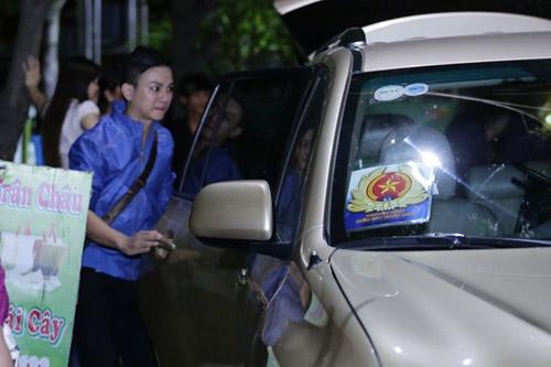 hoai linh dua don hoai lam bang xe hop binh thuong - 5