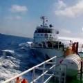 Tin tức - Tàu Trung Quốc hung hăng ép tàu Việt Nam