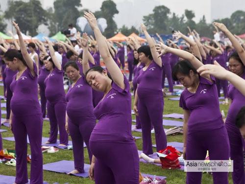 ky luc: 505 me bau cung tap yoga - 9