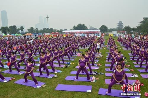 ky luc: 505 me bau cung tap yoga - 1