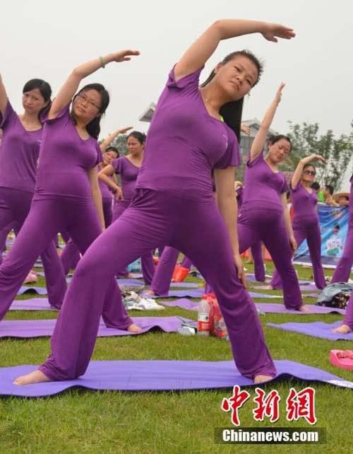 ky luc: 505 me bau cung tap yoga - 8