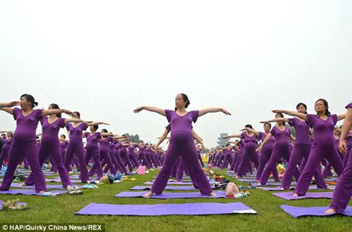 ky luc: 505 me bau cung tap yoga - 4