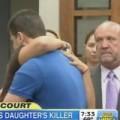 Tin tức - Mẹ nạn nhân ôm hung thủ giết con gái