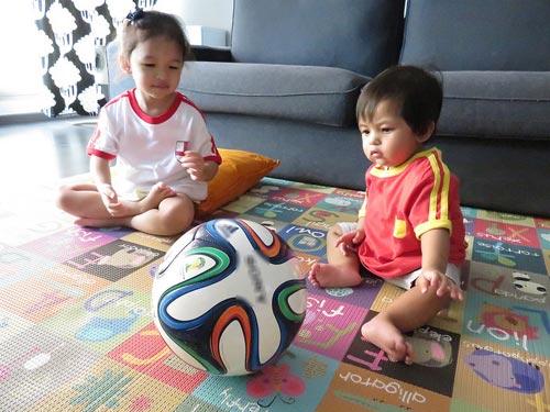 """world cup, bó mẹ """"méo mạt"""" cham con - 1"""